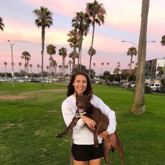 Sprechender Hund Stella lernt das Sprechen per Soundboard stella und christina im park