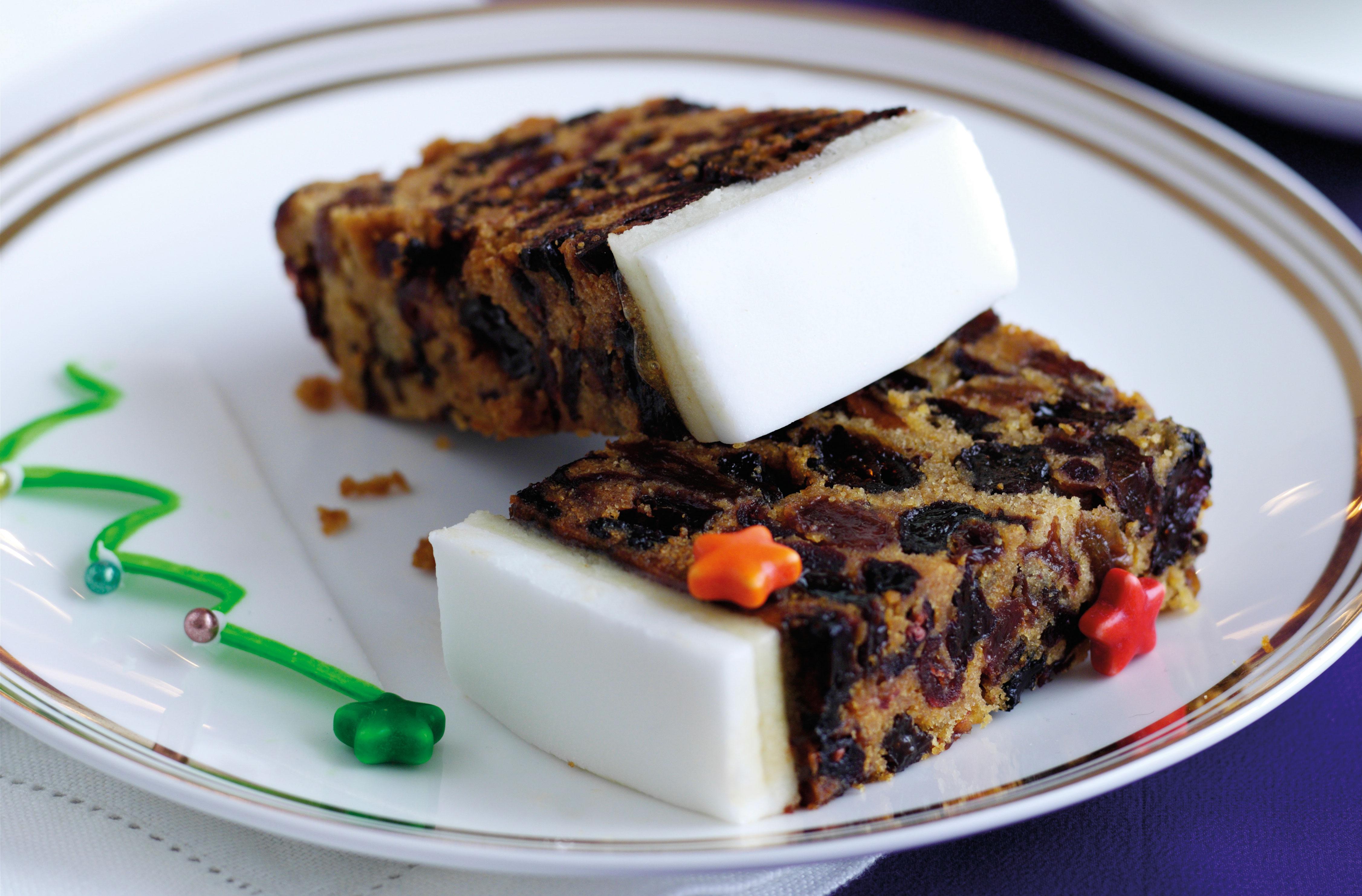 Torten Kuchendeko toller Teller mit zwei Stücken