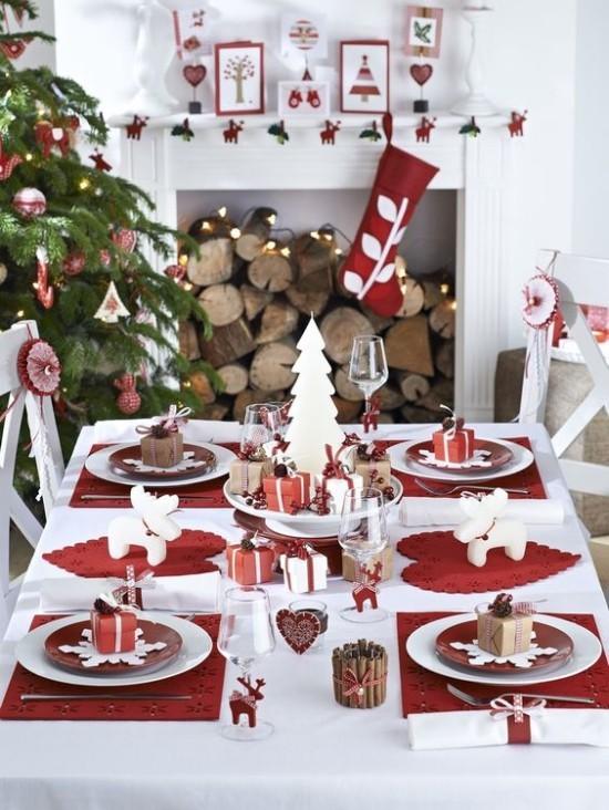 Weihnachtsdeko Ideen in Rot und Weiß festlich gedeckter Esstisch