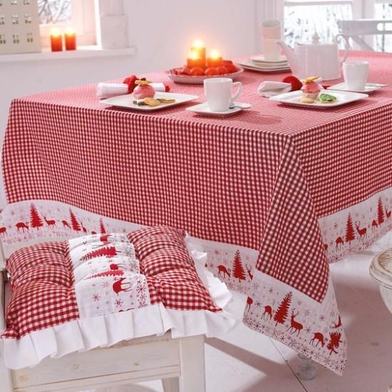 Weihnachtsdeko Ideen in Rot und Weiß festlich gedeckter Tisch schön karierte Decke Sitzkissen