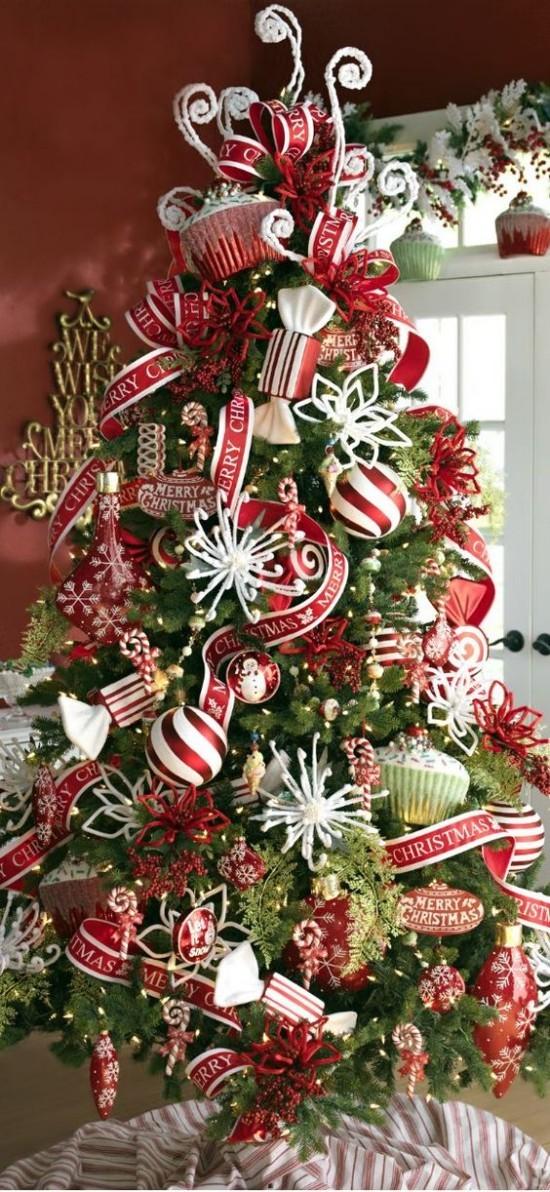 Weihnachtsdeko Ideen in Rot und Weiß schöner üppiger Christbaumschmuck