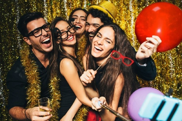 Weihnachtsparty veranstalten Spiele Aktivitäten Fotoshooting