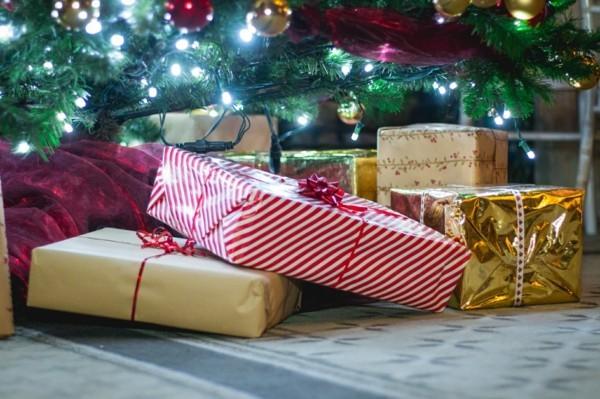 Weihnachtsparty veranstalten Spiele Aktivitäten Weihnachtsgeschenke