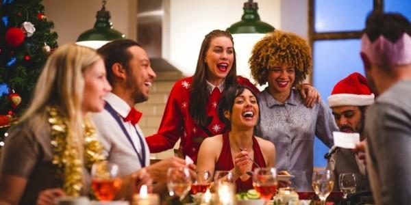 Weihnachtsparty veranstalten Weihnachtsfeier Spiele Aktivitäten Spaß