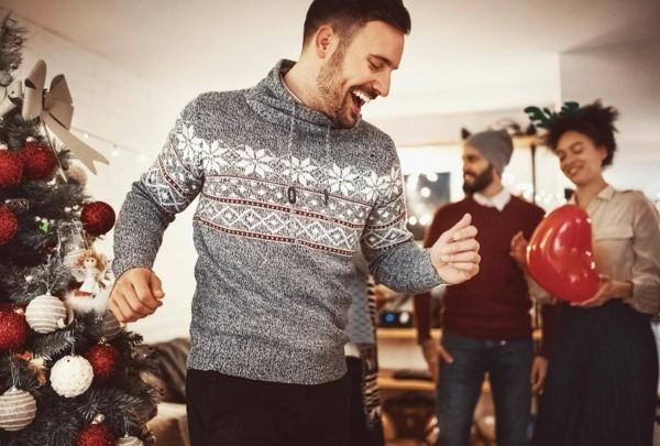 Weihnachtsparty veranstalten Weihnachtsfeier Spiele tanzen und singen