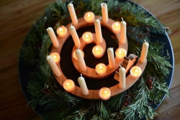 adventskranz adventsspirale aus holz dekorieren