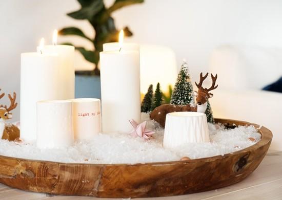 adventskranz dekorieren in holzschale mit kunstschnee