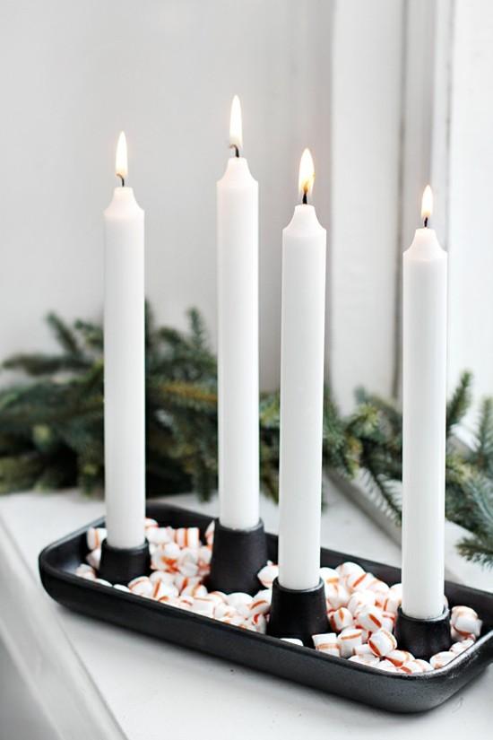 adventskranz dekorieren mit zuckerstangen