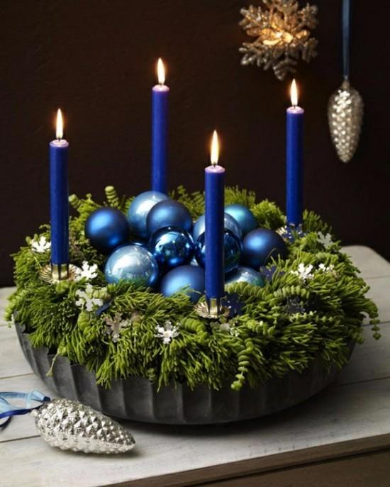 außergewöhnliche adventskränze blaue kerzen kuchenform