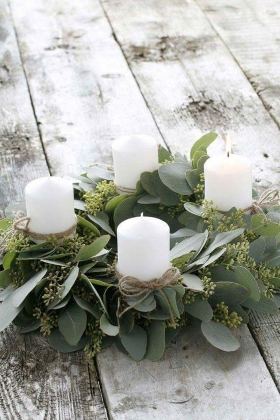 außergewöhnliche adventskränze weiße stumpenkerzen eukalyptus
