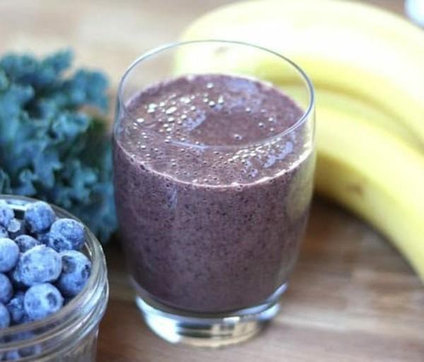 blaubeeren banane grünkohl smoothie