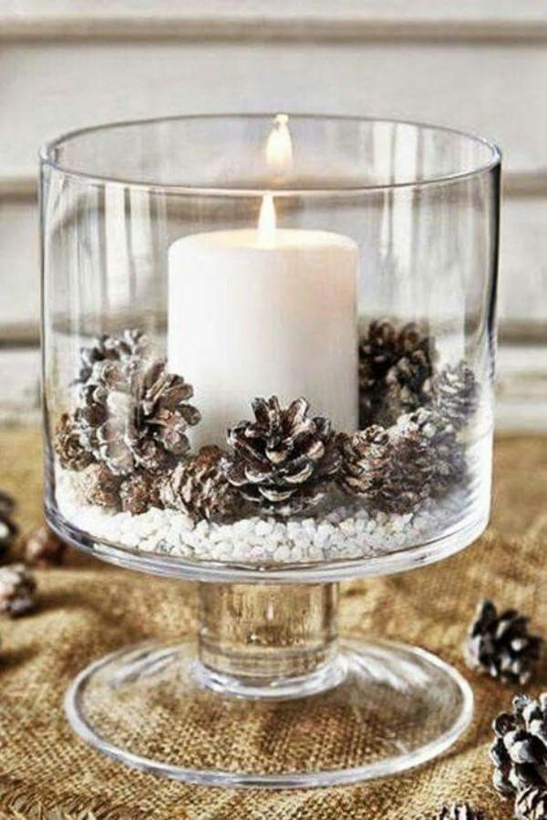 eichel mit einer kerze weihnachten deko