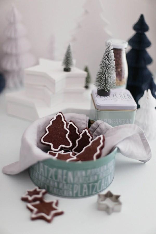 elegante plätzchen dekorieren schokoladige tannenbäume