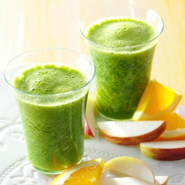 grünkohl smoothie mit orange und apfel