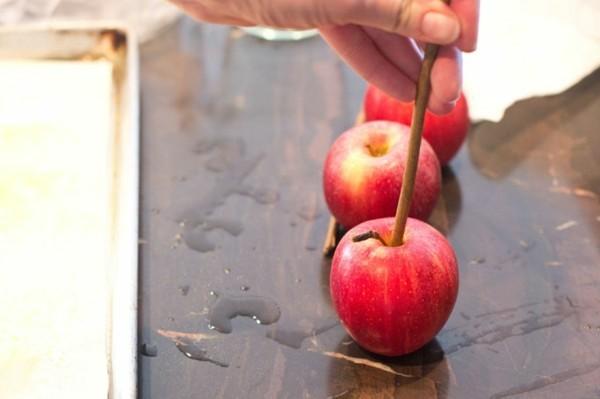 kandierte Äpfel Rezept schrittweise rote Apfel Weihnachtssüßigkeiten