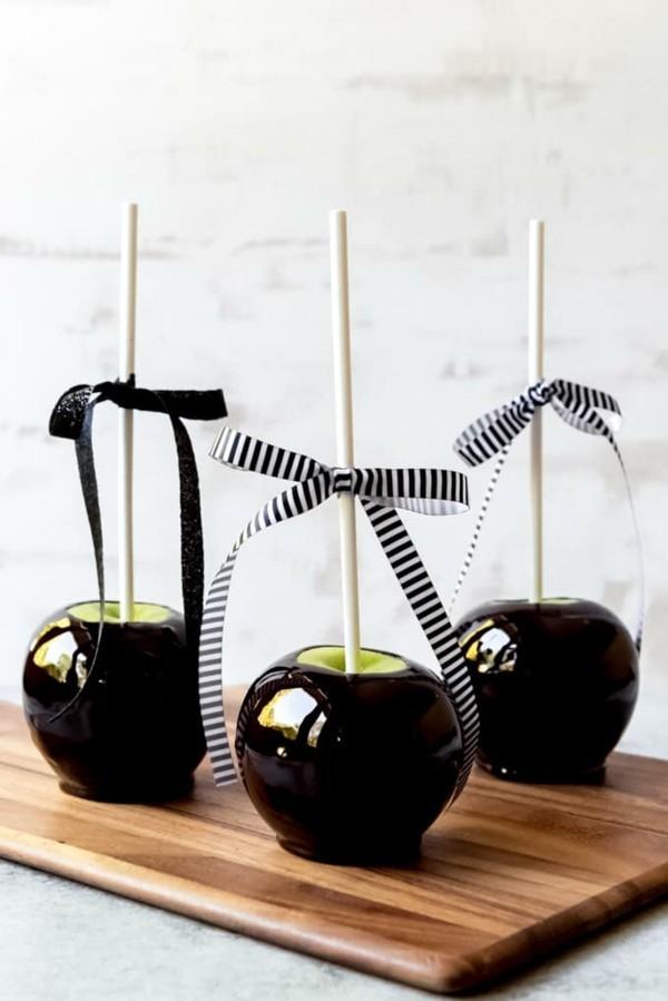 kandierte Äpfel Rezeptideen Weihnachtssüßigkeiten schwarze Glasur
