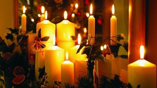 kerzen weihnachten deko kerzen gelb und grün