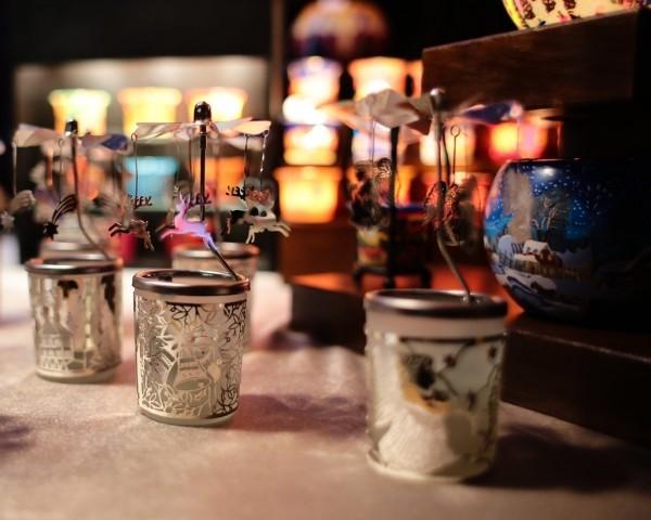 kerznständer aus glanzvollem material weihnachten kerzen