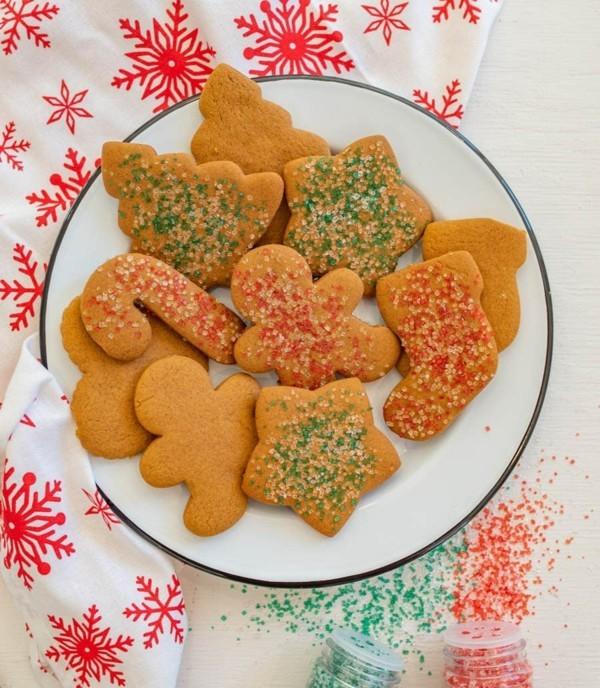 plätzchen dekorieren mit buntem zucker