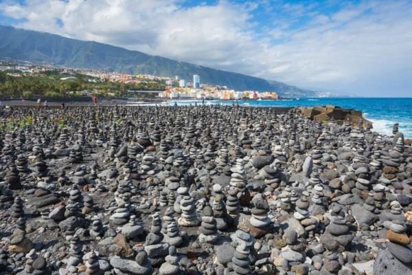 steinmännchen auf teneriffa plage