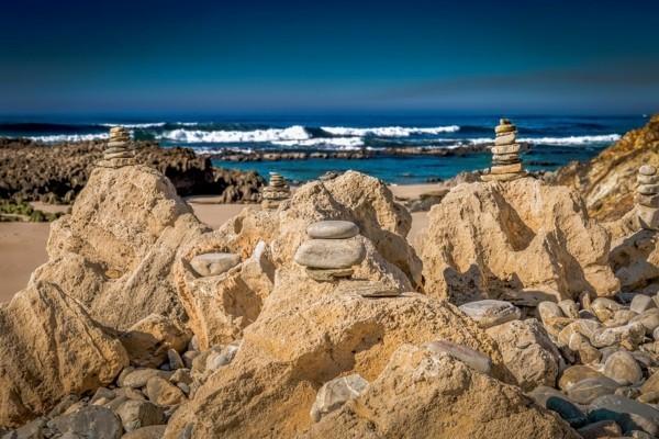 steinmännchen steine stapeln strand
