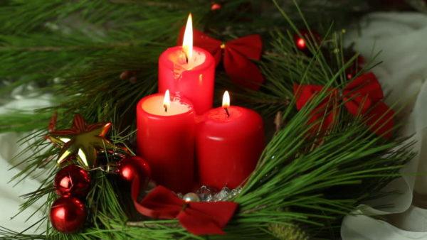 traditionelle rote kerzen weihnachten