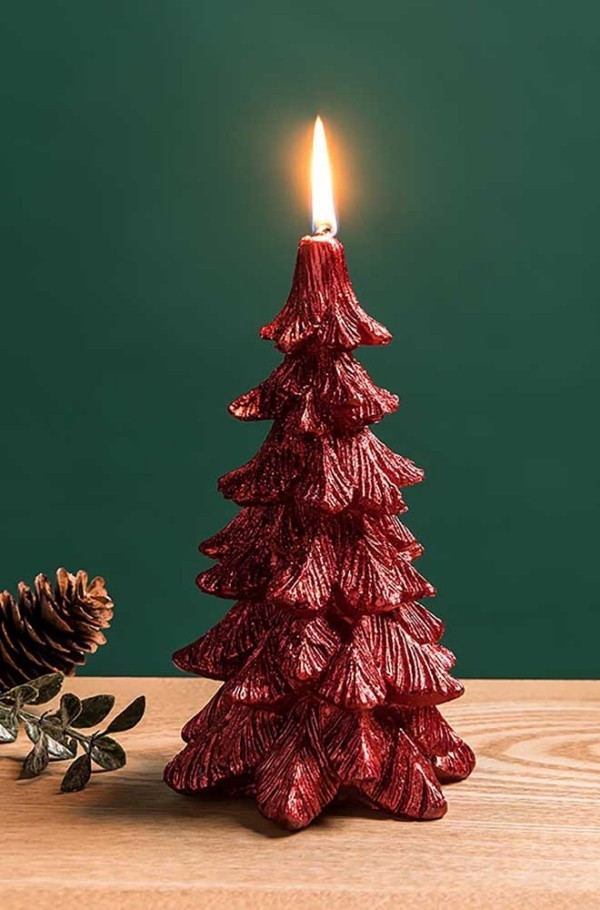 weihnachten kerzen deko tannenbaum in roter farbe