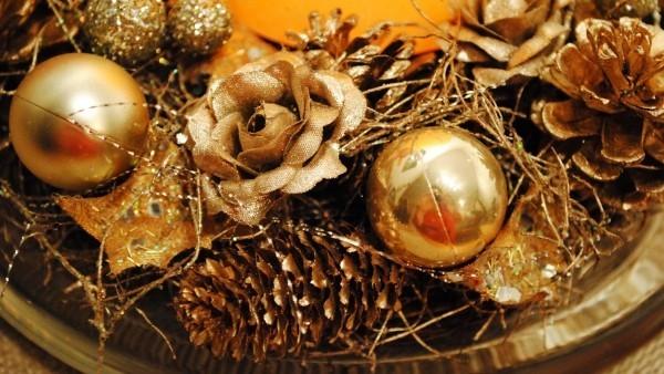 weihnachten kerzen goldene deko kugeln