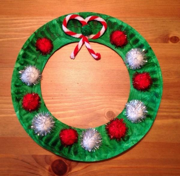 weihnachtskranz basteln mit papptellern