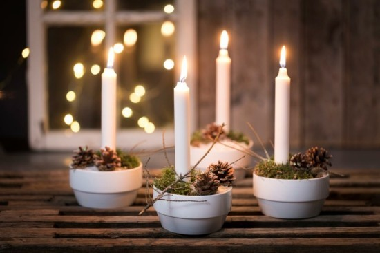 wunderschönen adventskranz dekorieren mit zapfen und moos