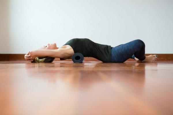 yoga stellungen gegen handynacken