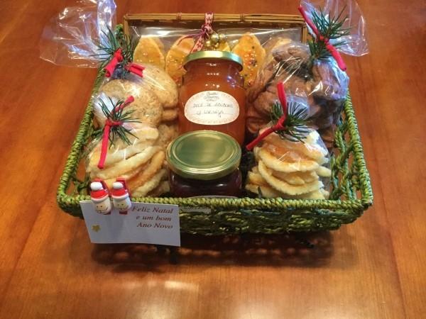 DIY Geschenkkorb Marmelade und Süßigkeiten