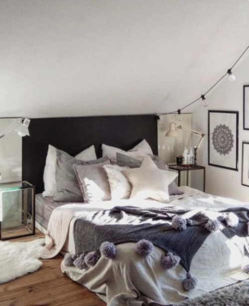 Gemütliches Schlafzimmer im Winter gestalten Kunstfell auf dem Boden