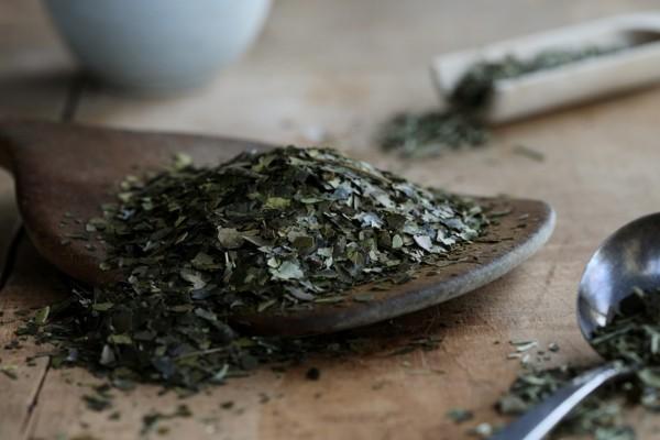 Guayusa Tee zubereiten Tipps getrocknete Blätter