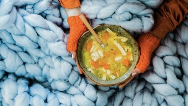 Hühnersuppe bei Erkältung natürliche Heilmittel Suppe warm essen