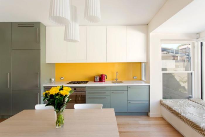 Küchenrückwand in Gelb als Akzent