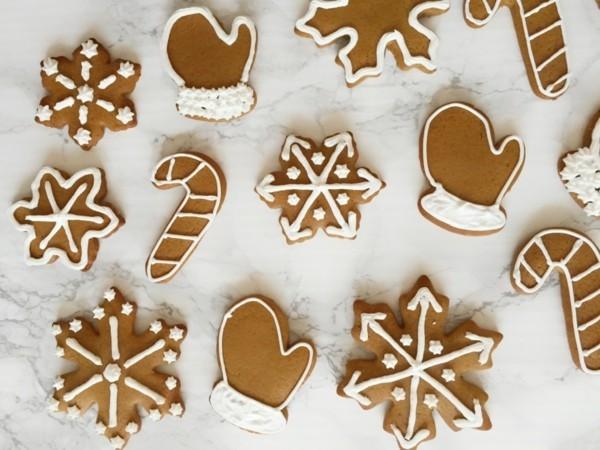 Lebkuchen backen Weihnachtssymbole ausstechen Lebkuchenrezept Pfefferkuchen