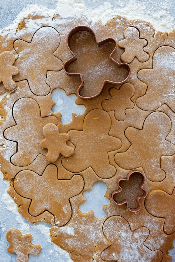 Lebkuchen zu Weihnachten Lebkuchenrezept Pfefferkuchen Teig rollen und ausstechen