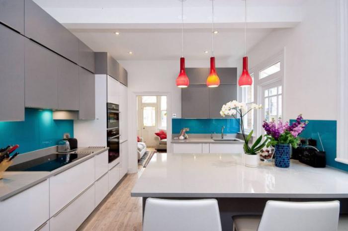 Mehr Farbe im Interieur äußerst moderne Küche clever ausgewählte Farbtöne Akzente
