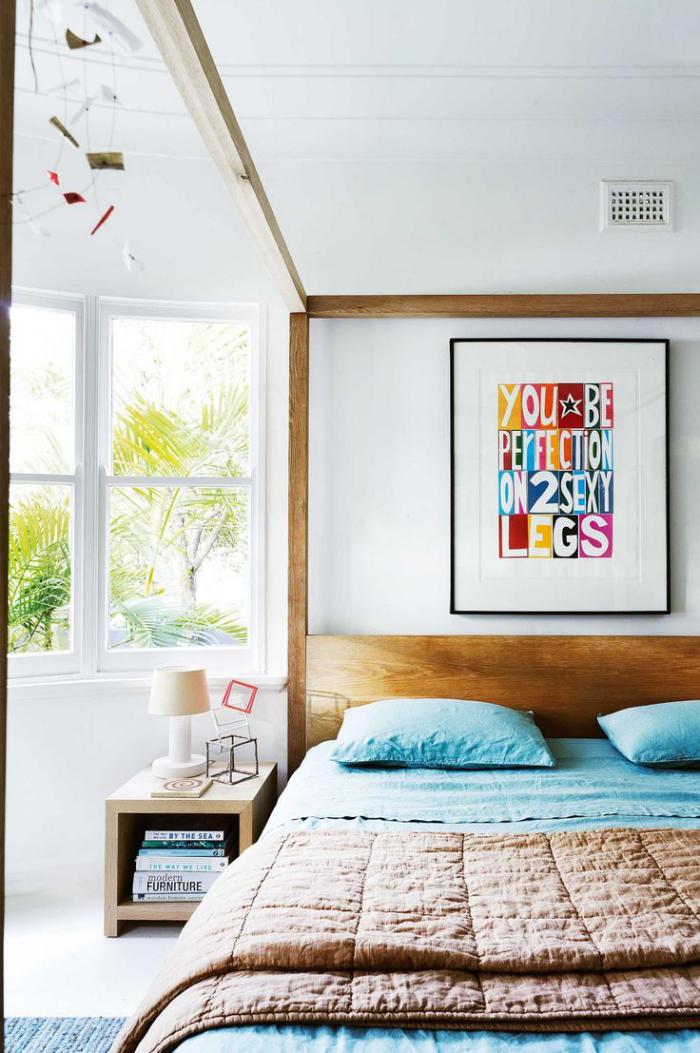 Mehr Farbe im Interieur Weiß als Hauptfarbe hellblau und andere Nuancen ruhiges Schlafzimmer