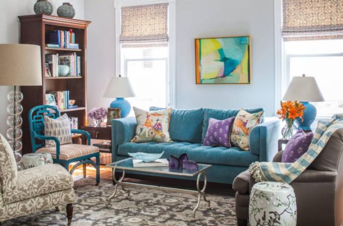 Mehr Farbe im Interieur schickes gemütliches Wohnzimmer Grau und Blau Lampen Bild