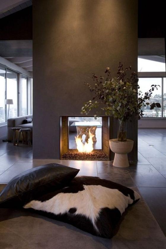 Moderne Kamine doppelseitiges Modell schickes Interieur Wohnzimmer Sitzkissen Gemütlichkeit
