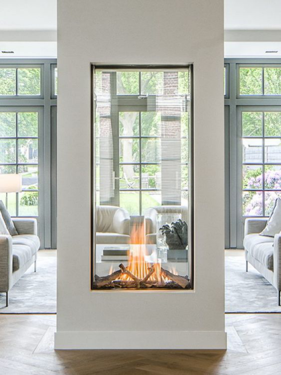 Moderne Kamine mit schicker Glasverkleidung ein Blickfang im Raum