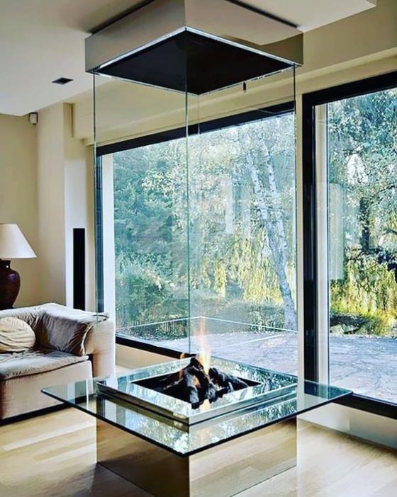Moderne Kamine mit schicker Glasverkleidung stehen momentan hoch im Trend