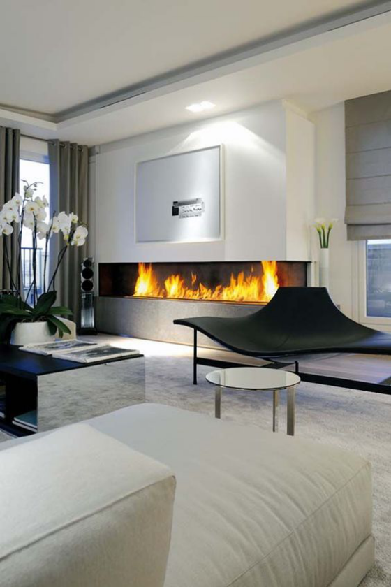 Moderne Kamine traumhaftes Wohnzimmer eingebauter Kamin weiße Möbel weiße Orchideen