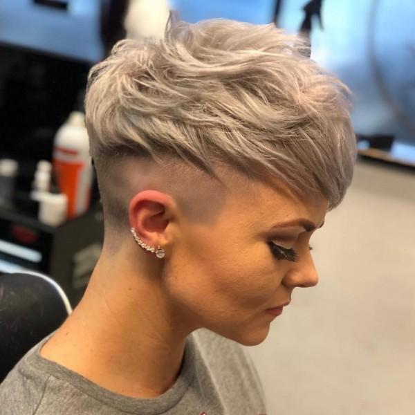 Pixie Frisur blonde Haare Haartrends