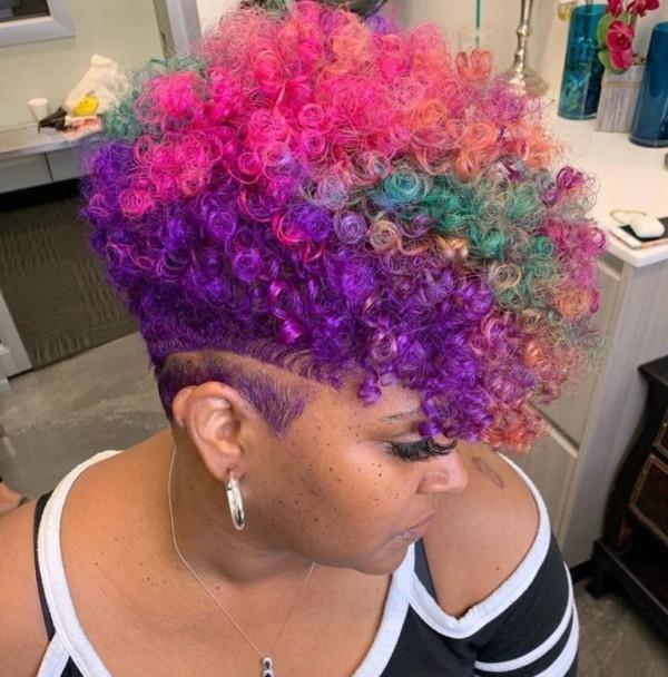 Pixie Frisur - bunte Haare - tolle Haarfarbe