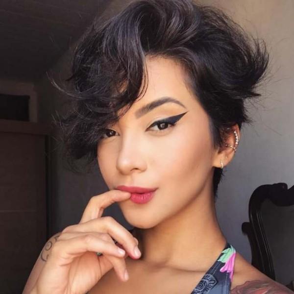 Pixie Frisur - tolles Gesicht - Betonung der Augen