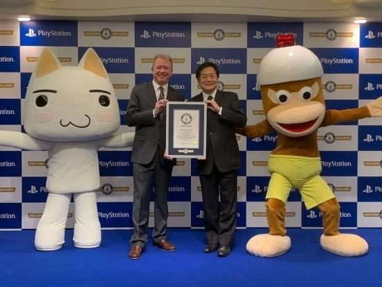 PlayStation feiert Guinness Weltrekord als meistverkaufte Videospielkonsole ceos mit zertifikat von guiness