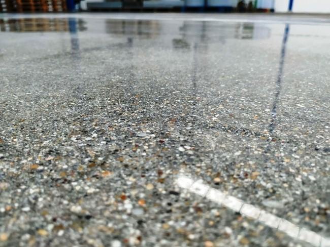 Polierter Betonboden Top 9 Vorteile für Ihr Geschäft beton mit terrazzo boden optik